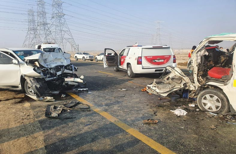 15 إصابة في حادث سير بين مركبتين بسبب التجاوز الخطأ