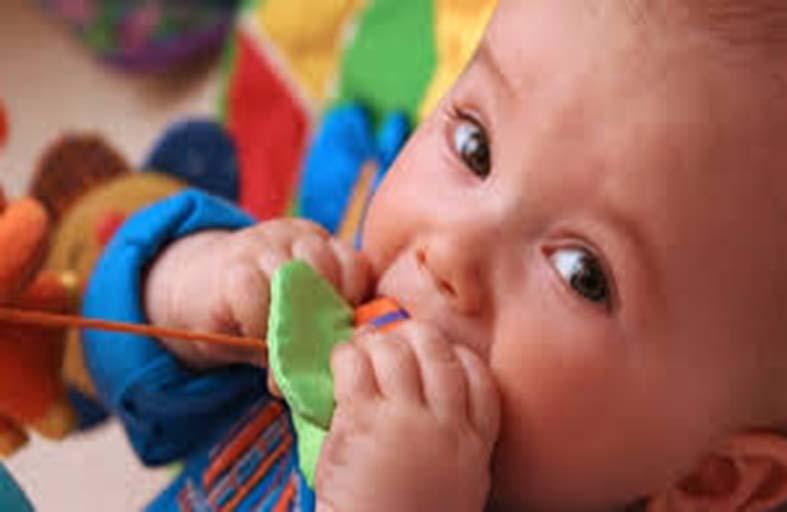لعبة لتعريف الطفل حديث الولادة ببيته