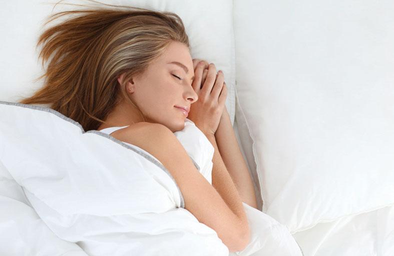 أسباب كثرة النوم عند النساء قد تشي بوجود مشكلة صحية