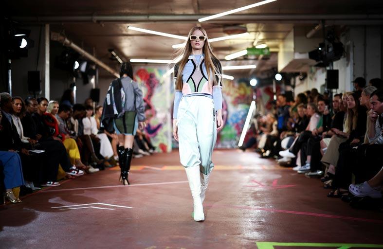 أسبوع الموضة في لندن يشهد عروض الأزياء