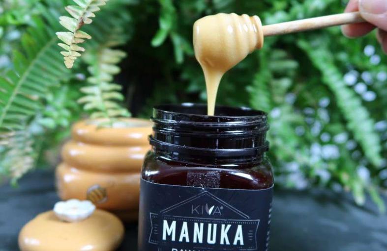 عسل المانوكا لماذا هو الأغلى في العالم؟