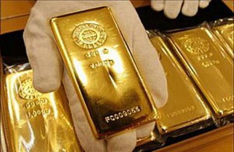 الذهب يتراجع والأنظار على بيانات أمريكية