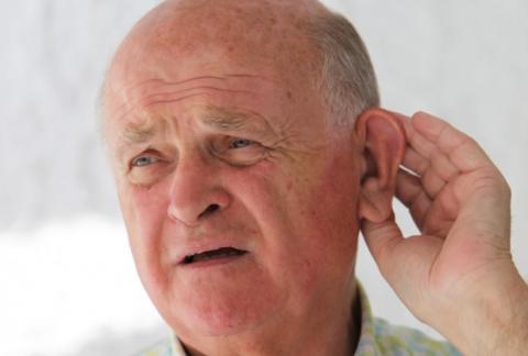 مشاكل السمع لدى المسنين مؤشر لتدهور القدرات الذهنية