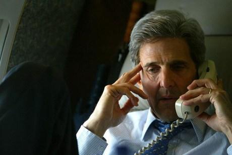 كيري يبحث وآشتون المفاوضات المرتقبة مع إيران