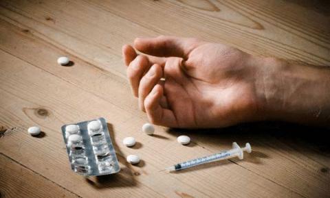 اتفقا على تناول المخدرات  ومن يبقى في وعيه يقتل الآخر!
