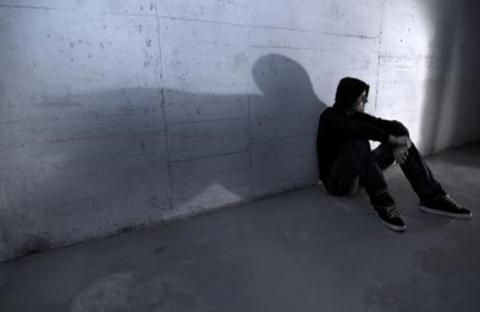 العزلة أكبر سبب لجنوح الشباب