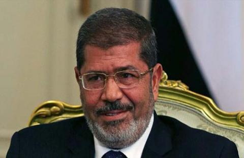 النيابة تحقق في بلاغات تتهم مرسي وقادة جماعته بالتخابر والقتل