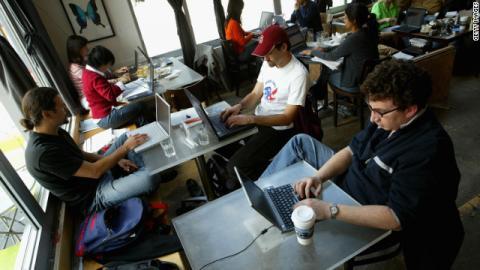حكم بوقف مراقبة الإنترنت في أمريكا