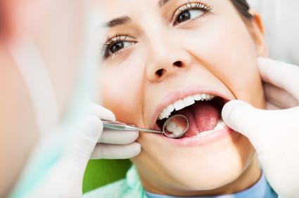 مشاكل تهدد صحة الأسنان أثناء الحمل
