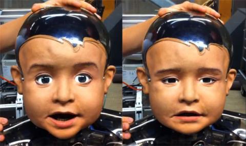 روبوت طفل يقلد البشر