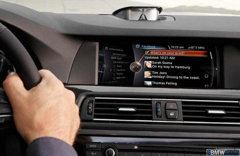 انظمة ذكية داخل السيارات للتفاعل مع عالم الإنترنت