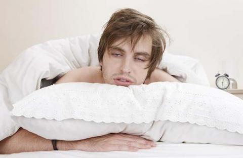 قلة النوم تجعل الطعام غير المرغوب أكثر جاذبية