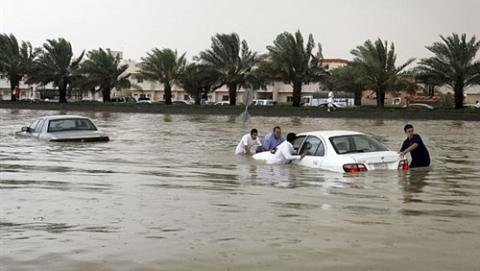 غرقى ومفقودون بالسيول في السعودية