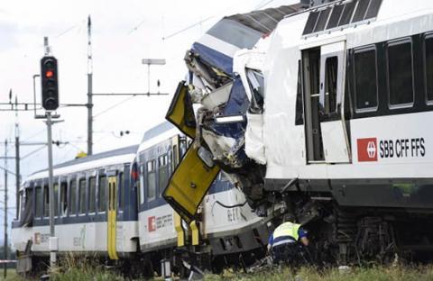 تصادم بين قطارين في سويسرا
