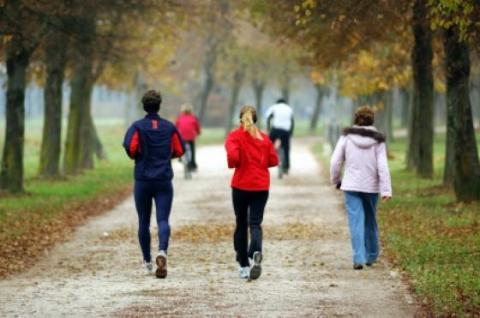 المشي يجنب النساء السكتة