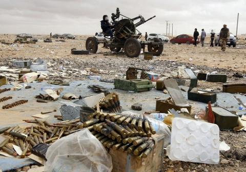 الجزائر تفكك شبكة لتهريب الأسلحة