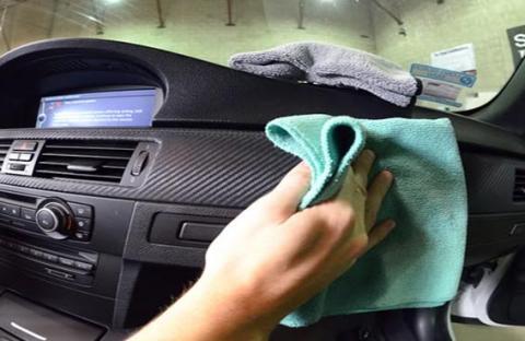 كيف تتخلص من الروائح الكريهة في السيارة