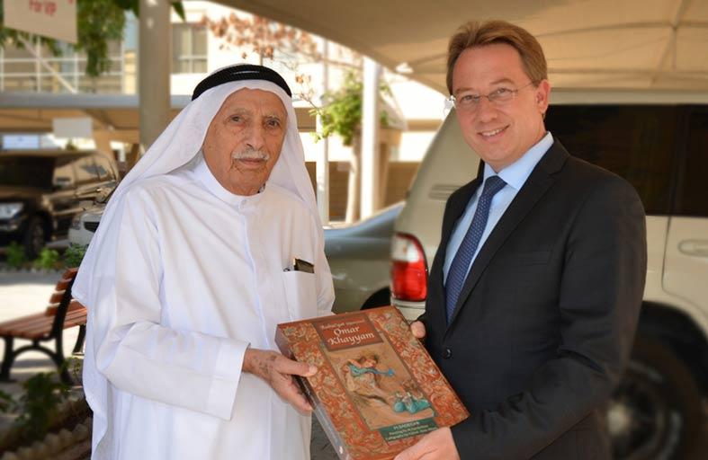 سفير فرنسا يزور مركز جمعة الماجد للثقافة والتراث