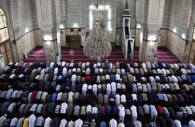 حكم اقتدائك بإمام يصلي النفل وأنت تنوي الفريضة
