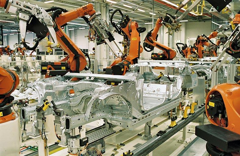 10.9 %  مساهمة صناعة المركبات وهياكل العربات في ناتج الصناعات التحويلية برأس الخيمة