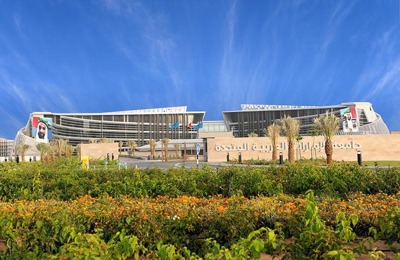 إجازة أربعة رسائل ماجستير  لطلبة كلية الهندسة في جامعة الإمارات