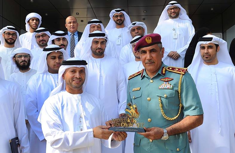 الرميثي يكرّم فريق الإمارات لمسابقة المهارات العالمية بأبوظبي