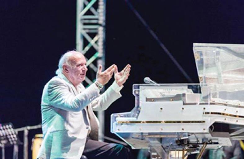 عمر خيرت وشيرين يبهران الحضور في مهرجان بالبحر الميت