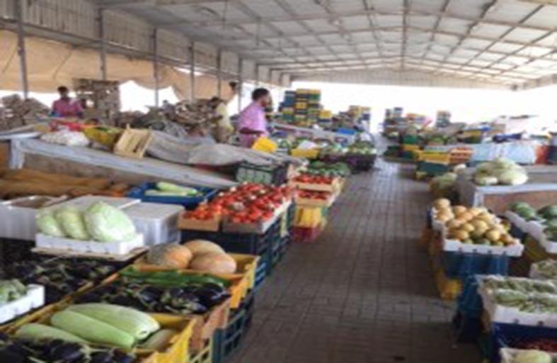 المستهلكون يقولون : الخضروات متوفرة ..  لكن الباعة يضاعفون الأسعار
