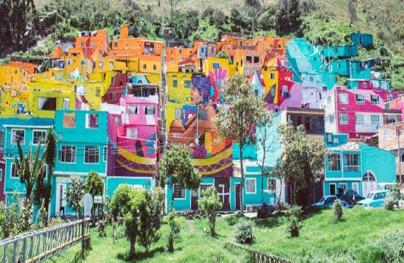 عمل غرافيتي يغطي واجهة 338 منزلا