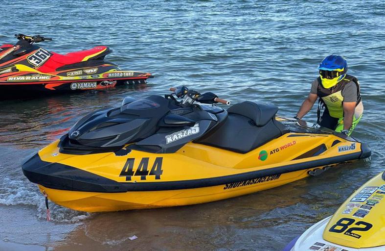 المخضرم محمد محسن  يبحث عن ألقاب الدراجات المائية
