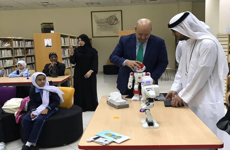 قراءة تفاعلية بين الروبوت وطلاب مدارس دائرة التعليم والمعرفة