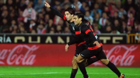 أتلتيكو يقلص الفارق مع برشلونة مؤقتاً