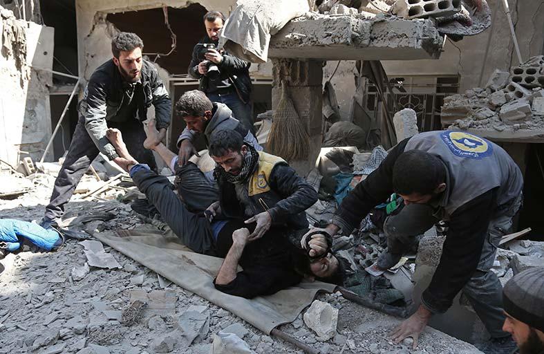 القنابل تتساقط ..وسكان الغوطة الشرقية ينتظرون الموت