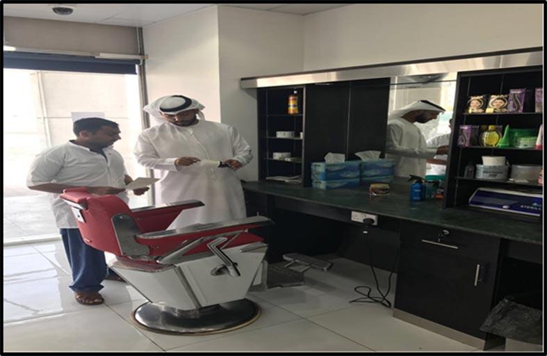بلدية مدينة أبوظبي تنفذ حملات تفتيشية على صالونات الحلاقة الرجالية في مصفح الصناعية
