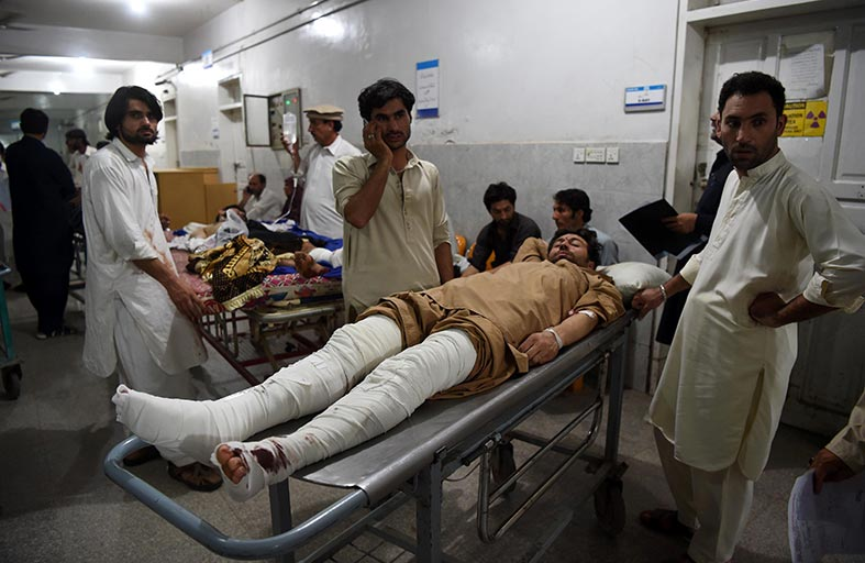 باكستان تعزز الإجراءات الأمنية بعد هجمات خلفت 57 قتيلاً
