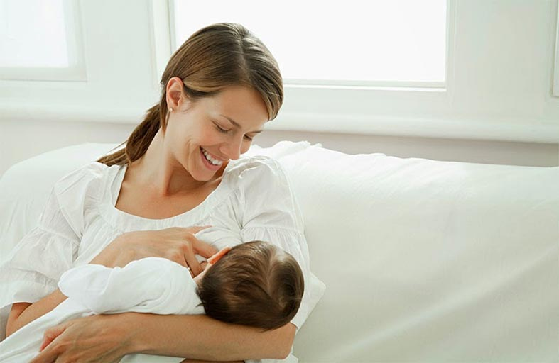 فوائد الرضاعة الطبيعية للأم والمولود