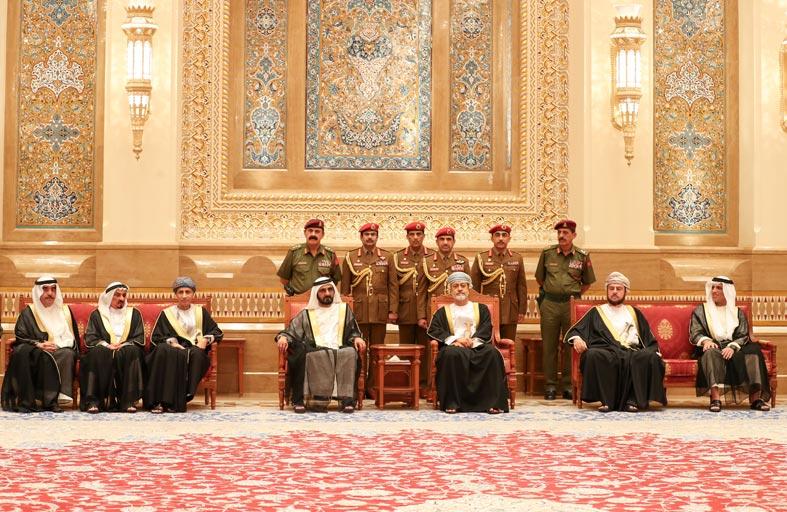محمد بن راشد وحكام: عجمان و أم القيوين و رأس الخيمة وعدد من الشيوخ يعزون سلطان عمان بوفاة قابوس بن سعيد