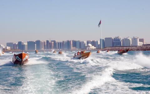 كورنيش أبوظبي يستضيف الجولة الختامية لبطولة العالم للزوارق السريعة