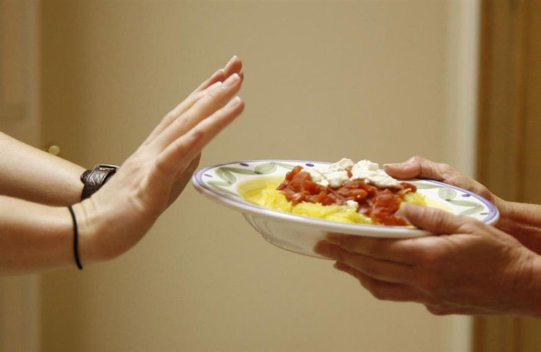 هل ينتقل كورونا عبر الطعام؟