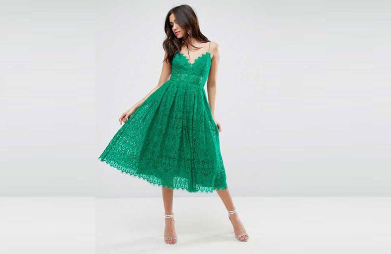 الفستان الدانتيل يزهو بالأخضر