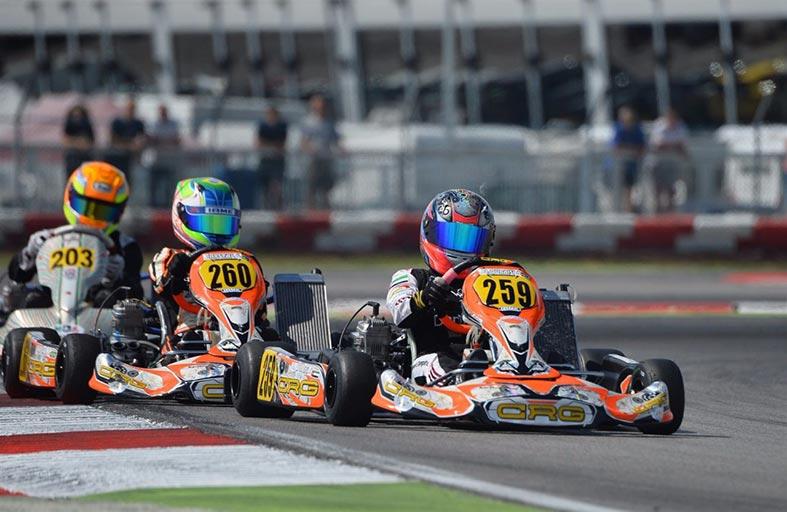 الفتاتان الوحيدتان بين 34 سائقاً «آمنة وحمدة القبيسي» تتنافسان في الفئة عينها في إحدى جولات بطولة إيطاليا للكارتينج