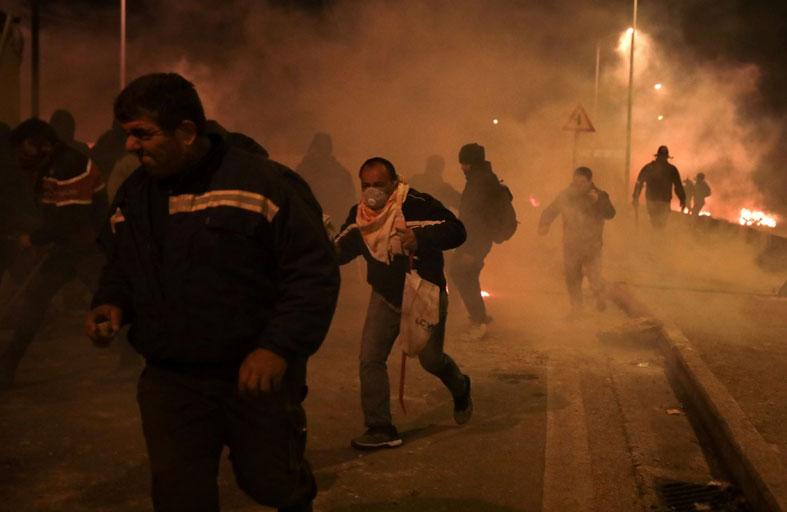 احتجاجات على بناء مخيمات جديدة للمهاجرين في اليونان