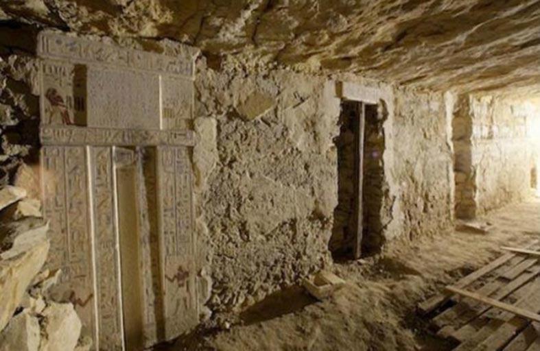 اكتشاف 3 مقابر أثرية في المنيا بمصر