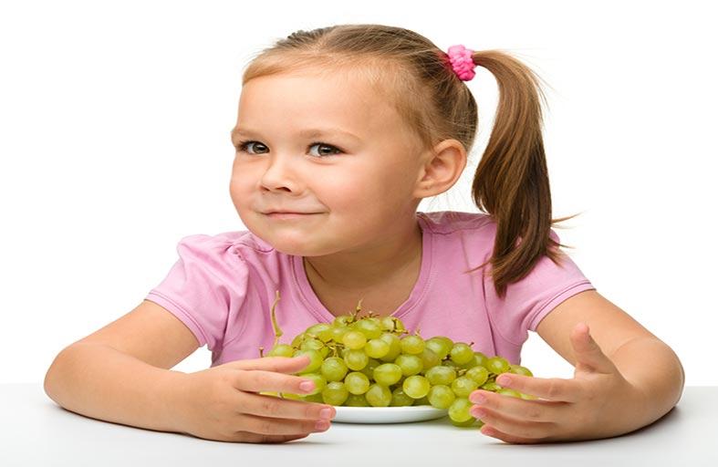 العنب يهدد حياة الأطفال.. لهذا السبب