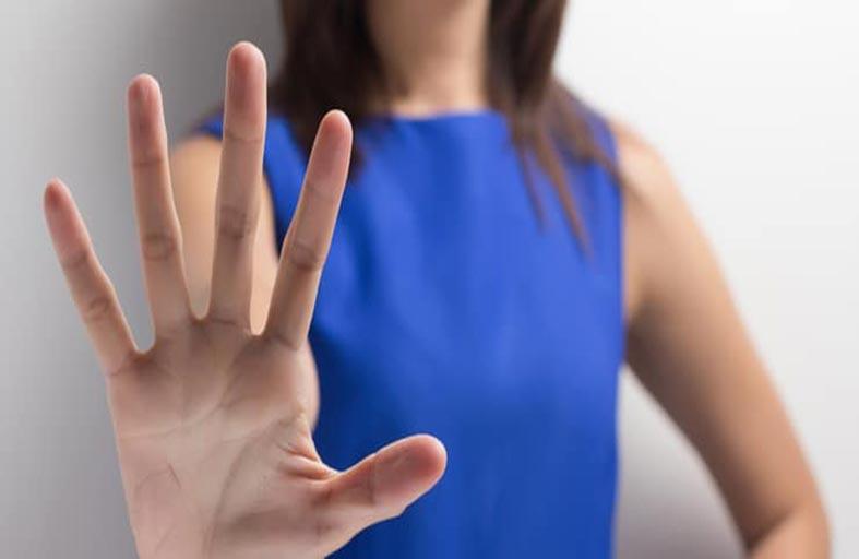 معاقبة عالم بارز تحرش بالنساء
