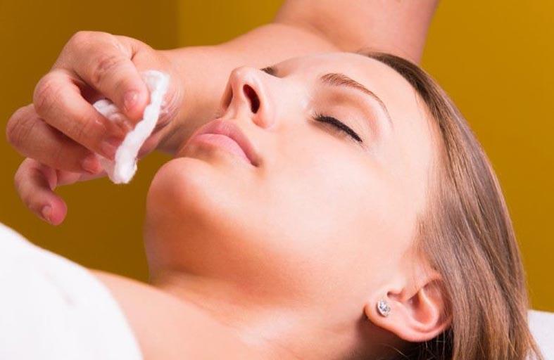 ماسكات طبيعية لتقشير الوجه بكلفة أقل وليدوم فترة أطول