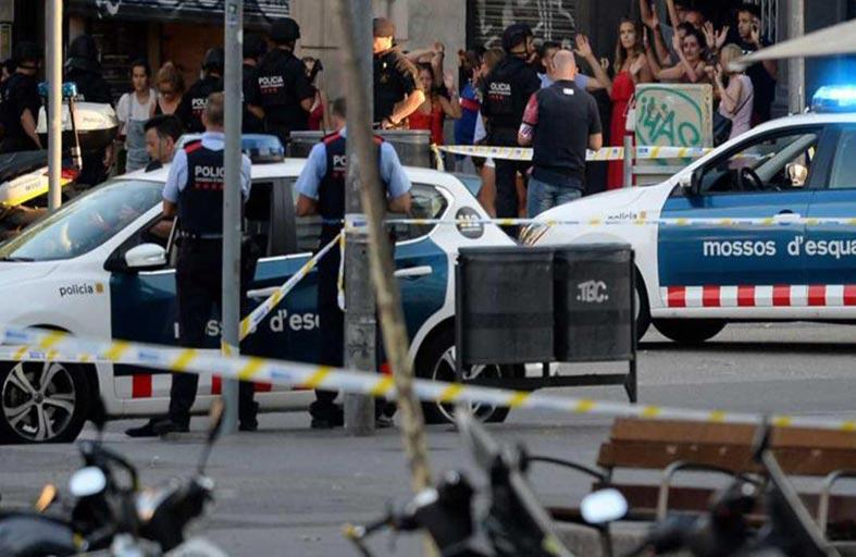 اعتداء برشلونة حديث الصحف الرياضية