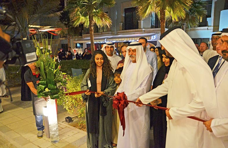 نهيان بن مبارك يفتتح معرض «ريفليكشنز » في فندق السيف