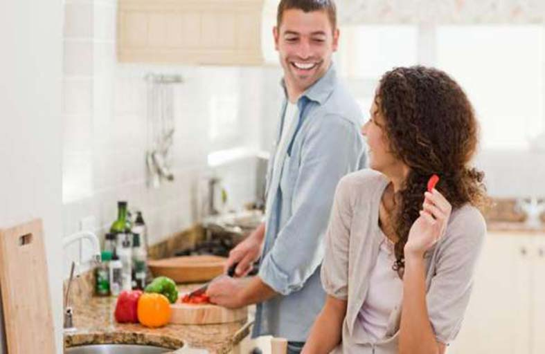 ساعد زوجتك في البيت من أجل صحتك