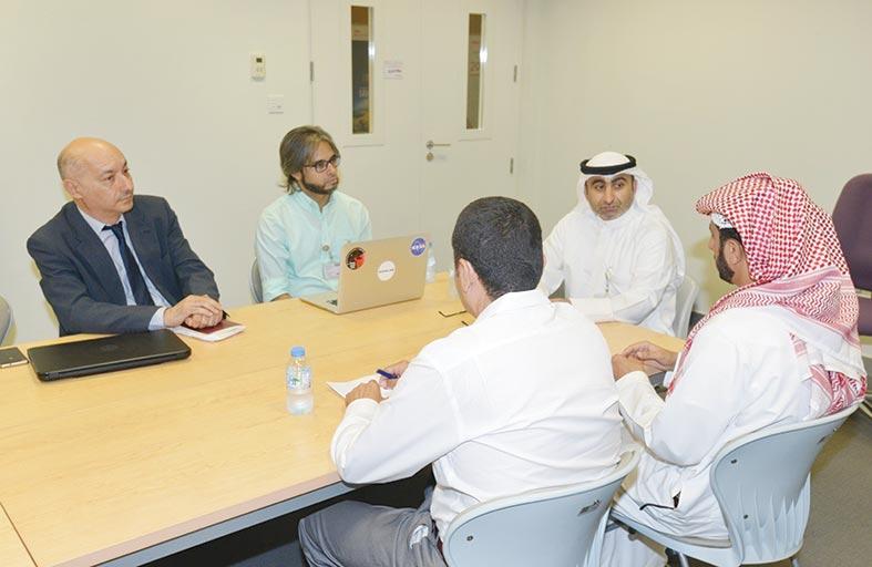 كلية العلوم في جامعة الإمارات تعقد اجتماعا مع وفد من وكالة الإمارات للفضاء